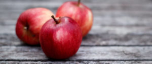 cropped-186858__apples-red-boards-gray_p.jpg